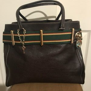 Gorgeous Gucci Chocolate Leather tote w/key &lock